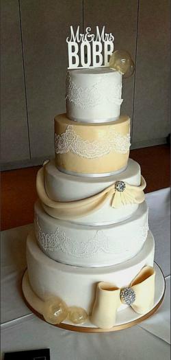 HAPPY HOUSE CAKES